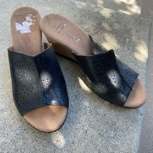 Clarks collection soft cushion wedges